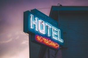 Sign: Hotel, no vacancy