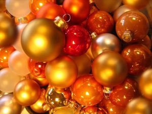 Use plastic containers to pack your Christmas decoration