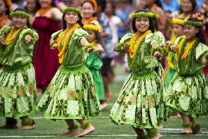 Long distance movers present hula dancers