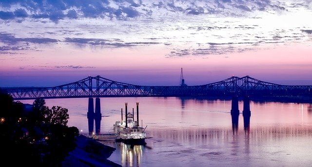 Long distance movers Mississippi bring you a view to Mississippi River, bridge and boat