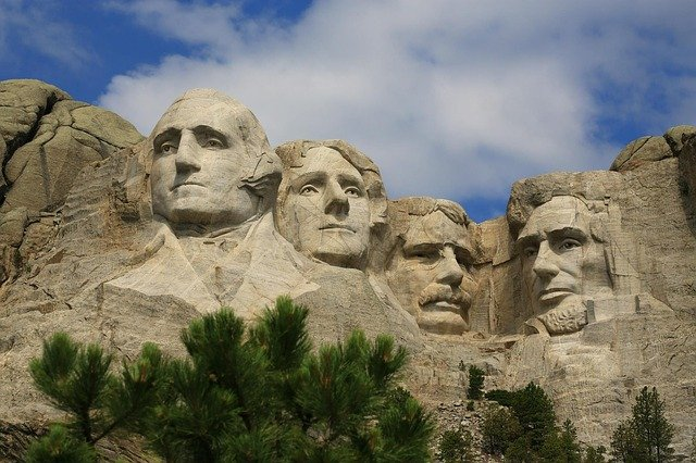 Move and enjoy Mount Rushmore National Memorial with long distance movers South Dakota
