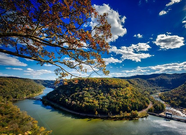 Long distance movers Virginia take you to beautiful mountains, river, sky and trees