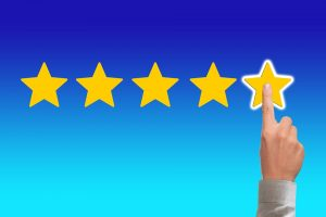 A person giving a five star rating to cross country movers Ohio.
