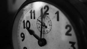 clock showing ten o' clock