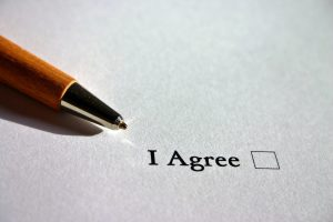 a paper that says a I agree and a pen