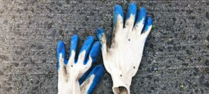 protective gloves can help you perform safe spring relocation to Florida