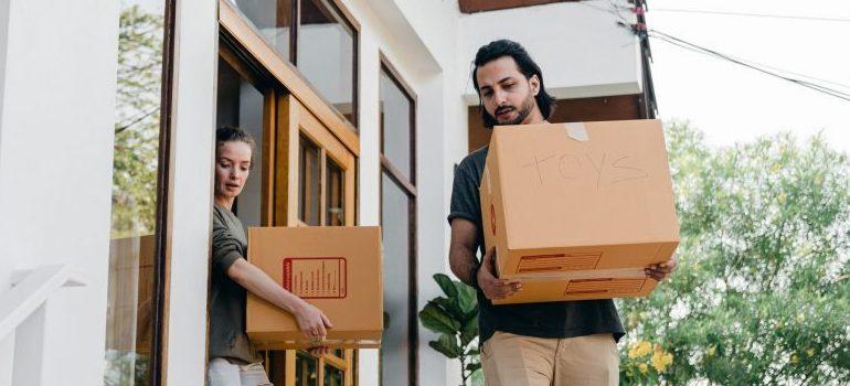 couple-carrying-carton-boxes