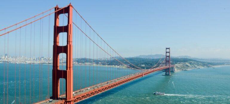 Golden gate bridge under a sunny day.