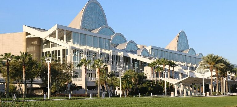 great-looking building, symbolizing the effectiveness of best cross country movers Florida