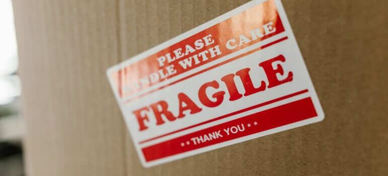 Cardboard box with the label saying fragile.